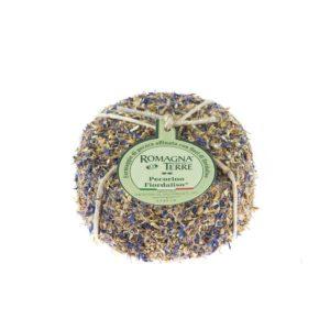Formaggio di pecora affinato con fiori di fiordaliso prodotto in Italia senza coloranti nè conservanti