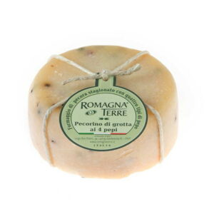 Formaggio di pecora stagionato con quattro tipi di pepe prodotto in Italia senza coloranti nè conservanti