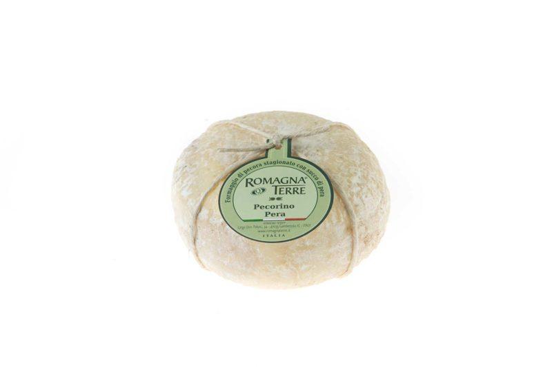 Formaggio di pecora stagionato con pera prodotto in Italia senza coloranti né conservanti
