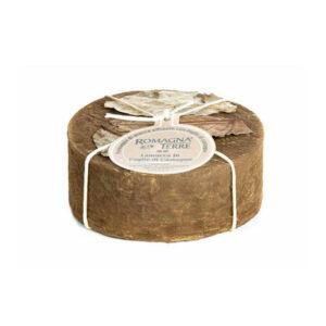 Formaggio di mucca affinato con foglie di castagno in polvere prodotto in Italia senza coloranti né conservanti