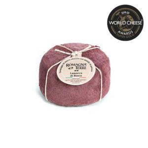 Formaggio di mucca affinato con mirtilli in polvere prodotto in Italia senza coloranti né conservanti