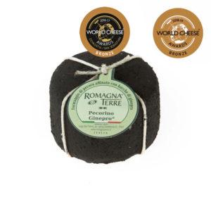 Formaggio di pecora affinato con bacche di ginepro prodotto in Italia senza coloranti né conservanti