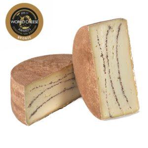 Formaggio di pecora stagionato con tartufo prodotto in Italia senza coloranti nè conservanti
