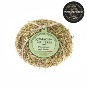 Formaggio di pecora affinato nel fieno prodotto in Italia senza coloranti nè conservanti